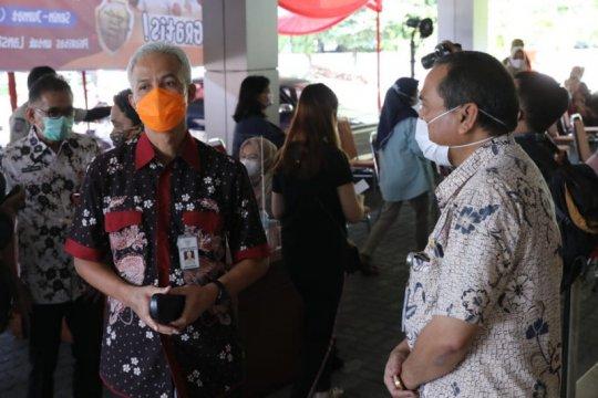 Ganjar tegaskan Sentra Vaksinasi Gradhika diprioritaskan untuk lansia