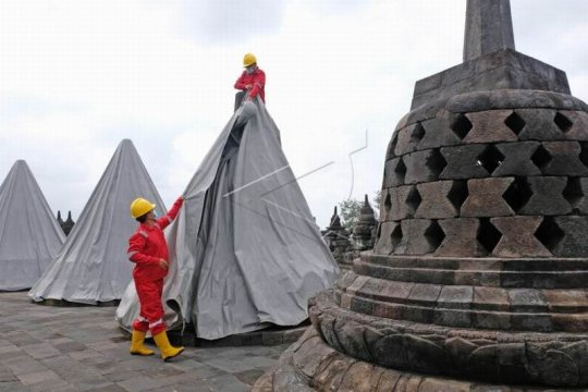 Pembukaan terpaulin penutup stupa Candi Borobudur Page 3 Small