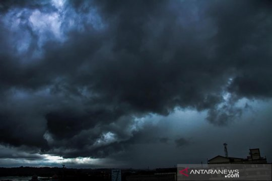 BMKG: waspada hujan lebat dan angin kencang di sejumlah provinsi