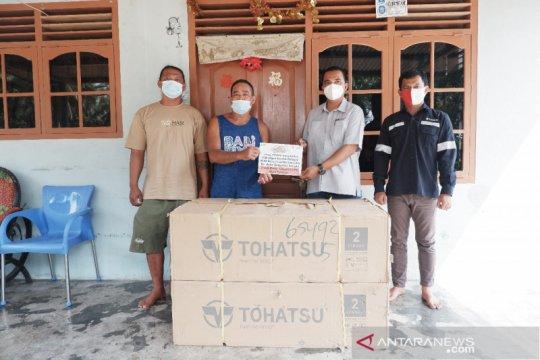PT Timah Serahkan Bantuan Mesin Tempel untuk KUB Bahari Lautan Samudera