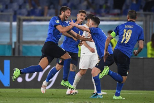 Italia bungkam Swiss 3-0
