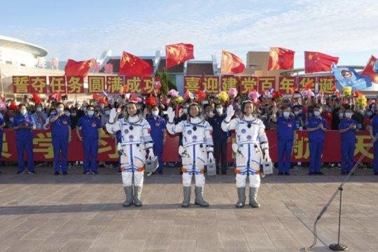 China lepas tiga astronot melalui acara seremonial
