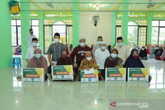 Gubernur Bangka Belitung serahkan zakat untuk lansia penerima vaksin COVID-19