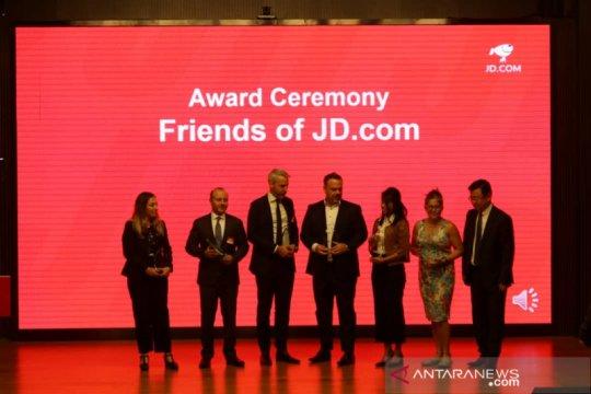 Dubes RI terima penghargaan dari JD.com di Beijing