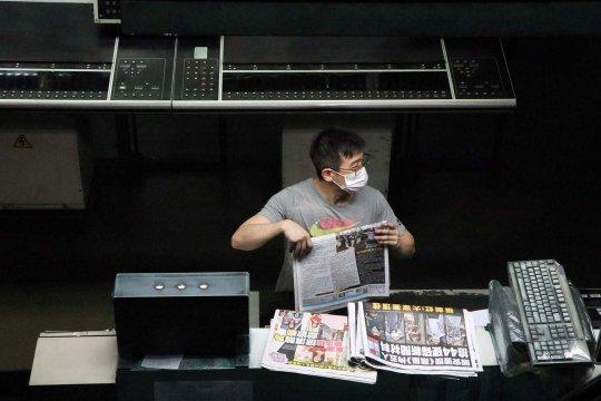 Surat kabar pro demokrasi Hong Kong Apple Daily akan ditutup