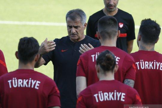Senol Gunes menyatakan tidak akan mundur dari jabatannya walau Turki gagal total di UERO 2020