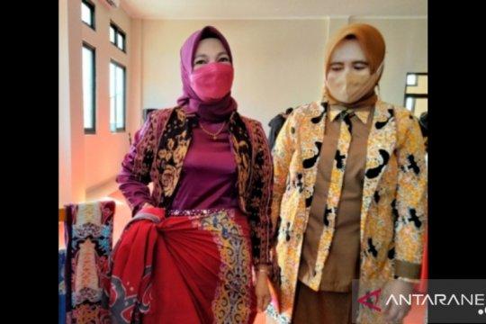 Ketua Dekranasda Mengajak Warga Menggunakan Batik Tarakan