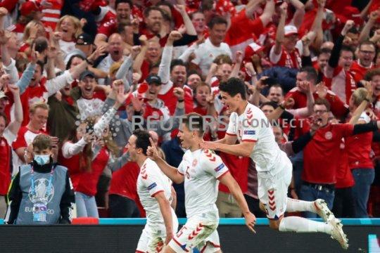 Gilas Rusia 4-1, Denmark secara dramatis ke 16 besar