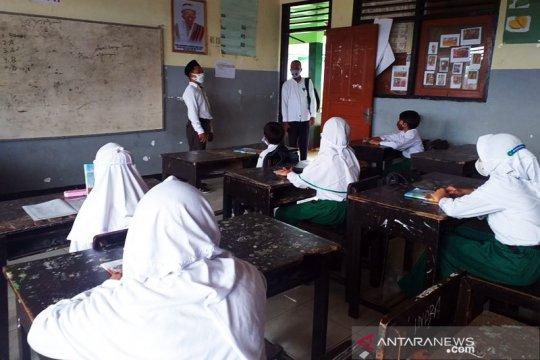 Pembelajaran tatap muka di Semarang tunggu perkembangan COVID-19