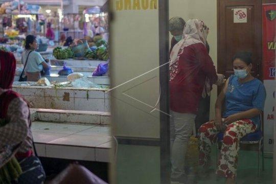 Vaksinasi COVID-19 pedagang Pasar Batang Page 2 Small