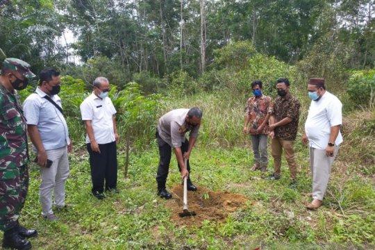 PT Timah Melalui Yayasan Tin Peduli Bagikan 3000 Bibit Durian Namlung Untuk Warga Belo Laut