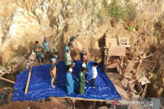 Tim SAR gabungan hentikan pencarian dua penambang yang tertimbun sedalam 28 meter
