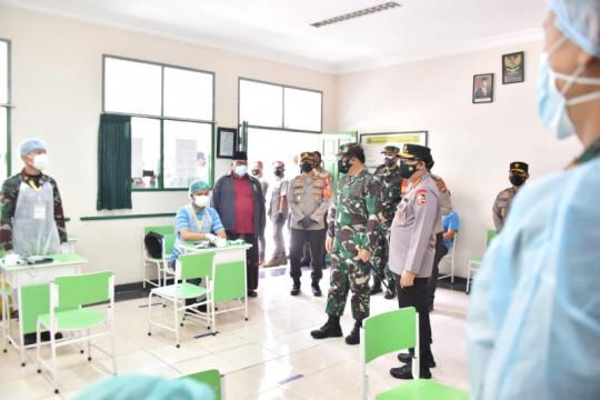 Panglima TNI semangati tenaga kesehatan yang layani vaksinasi COVID-19