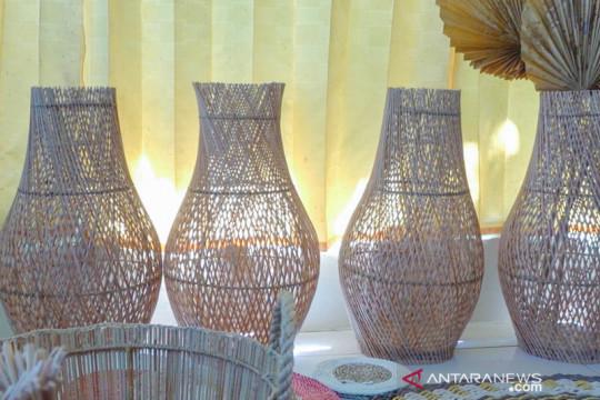Terima Bantuan PT Timah, Deshanda Craft Bisa Tingkatkan Produksi Kerajinan Lidi Nipah