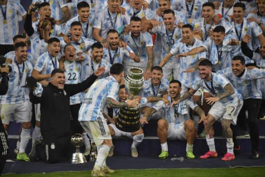 Akhir manis perjuangan Messi memburu trofi bersama timnas