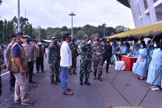 Panglima TNI tinjau vaksinasi massal dan dapur lapangan Marinir di GBK