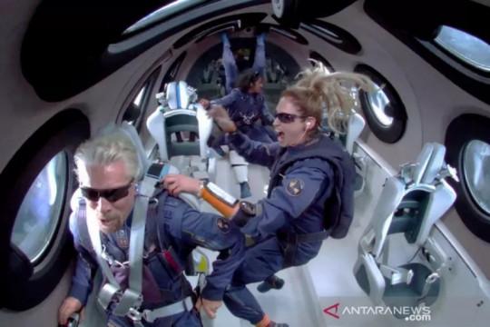 Era baru berwisata ke luar angkasa, miliarder Richard Branson sukses dengan Virgin Galactic