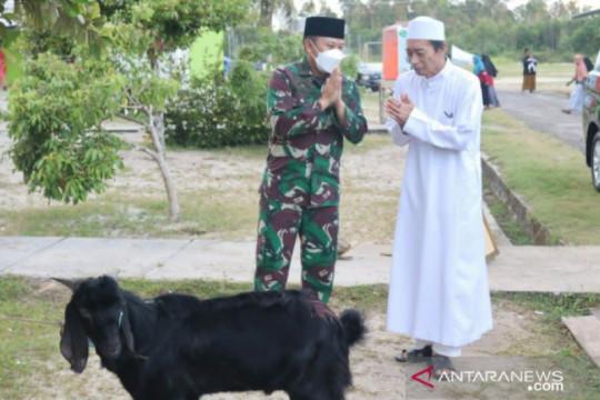 Dandim 0414 Belitung salurkan hewan kurban untuk ponpes Darul Arofah