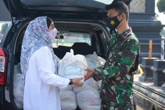 Pemkab dan Polres Batang bagikan sembako kepada warga isoman