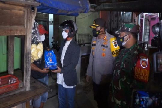 Forkompinda Batang gelar patroli skala besar salurkan bantuan sembako