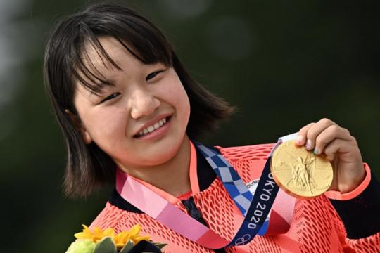 Gadis 13 tahun jadi perempuan pertama rebut medali emas skateboard Tokyo 2020