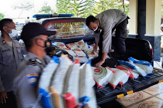 Polres Magelang bagikan 2.000 paket sembako kepada warga terdampak