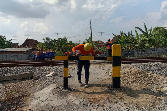 KAI Daop Semarang berencana tutup perlintasan sebidang liar