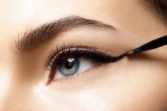 Bahaya, jangan gunakan eyeliner pada garis air