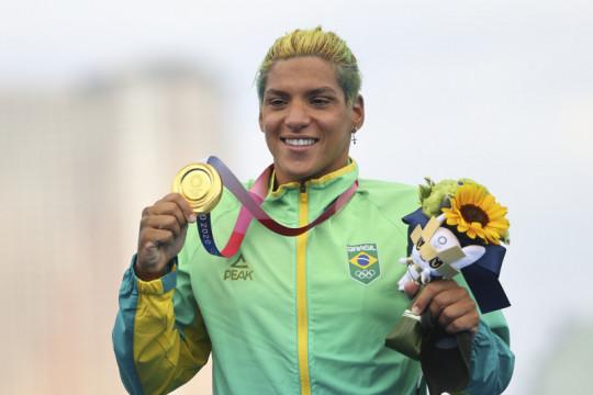 Perenang Brazil Ana Marcela rebut emas renang maraton putri Olimpiade