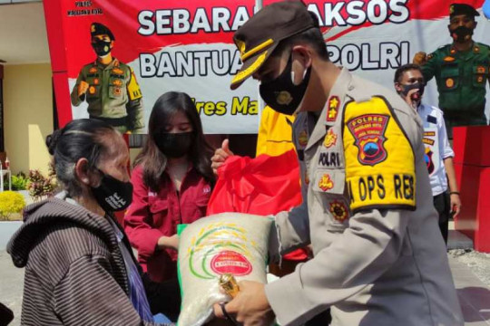 Polres bersama mahasiswa salurkan sembako pada UMKM di Magelang