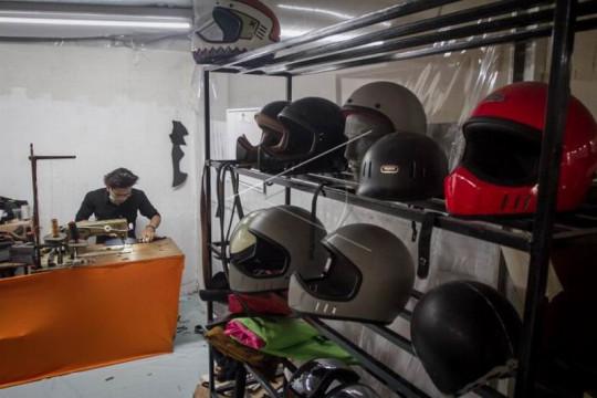 Pembuatan helm custom