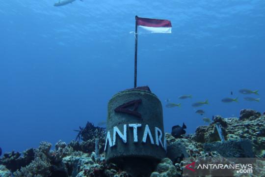LKBN ANTARA Biro Kepri pasang tugu di dasar laut Natuna Utara Page 1 Small
