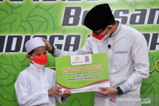 Menteri Sandiaga Uno sebar 10.000 beasiswa bagi anak yatim dari pedagang kecil