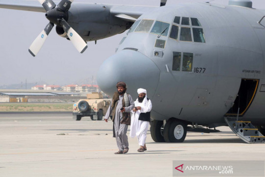 Pendukung Taliban arak peti mati berbendera Amerika