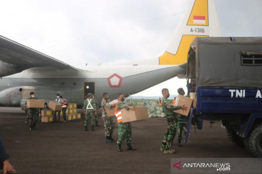 Panglima TNI salurkan bantuan 4.000 paket obat COVID- 19 di Belitung