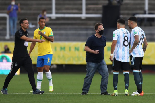 Laga Brazil vs Argentina dihentikan