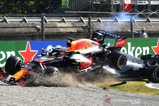 Insiden tabrakan Max Verstappen dan Lewis Hamilton di GP Monza