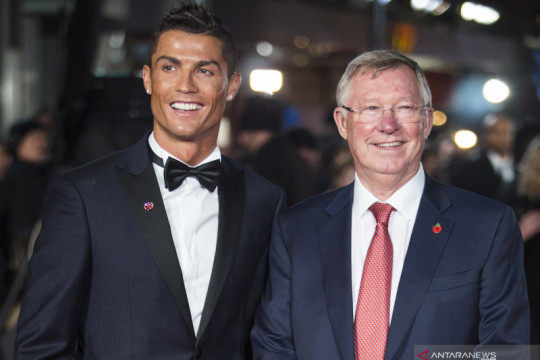 Sir Alex Ferguson ungkap perannya cegah Ronaldo gabung Manchester City