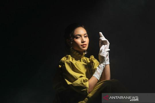 Fransis Karin debut lewat lagu