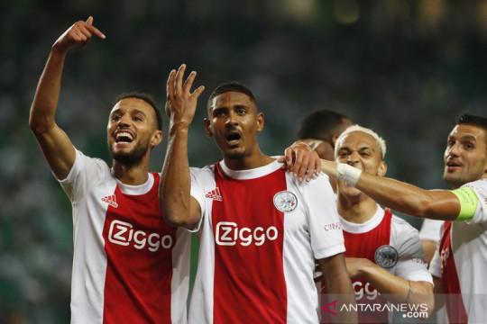 Ajax lumat Sporting 5-1