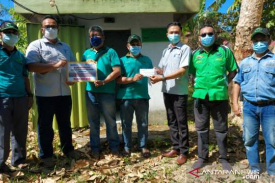 PT Timah salurkan bantuan peralatan komunikasi radio kepada RAPI Belitung Timur