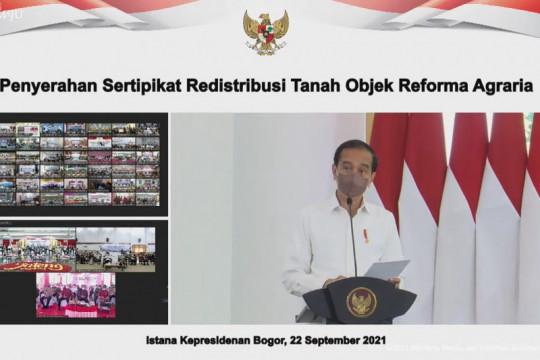 Presiden Jokowi serahkan sertifikat redistribusi tanah objek reforma agraria