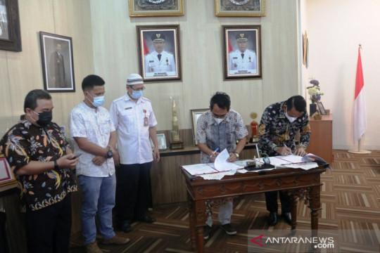 KPU serahkan sebanyak 243 unit thermogun kepada Pemkab Belitung Timur