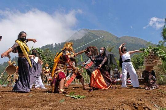Festival Lima Gunung Page 2 Small