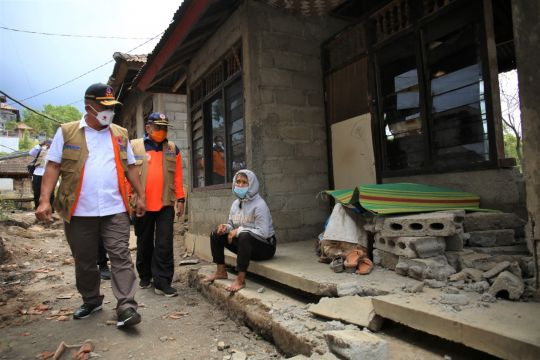 BNPB head visits affected areas of Bali's earthquake