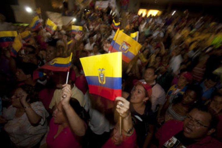 Berita Dunia - Masyarakat adat Conaie berunjuk rasa kendati jama malam di Ekuador
