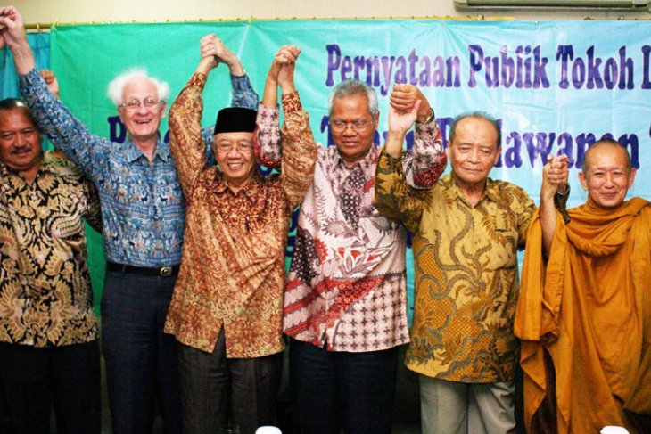 Interfaith leaders ask govt to stop deviations from constitution