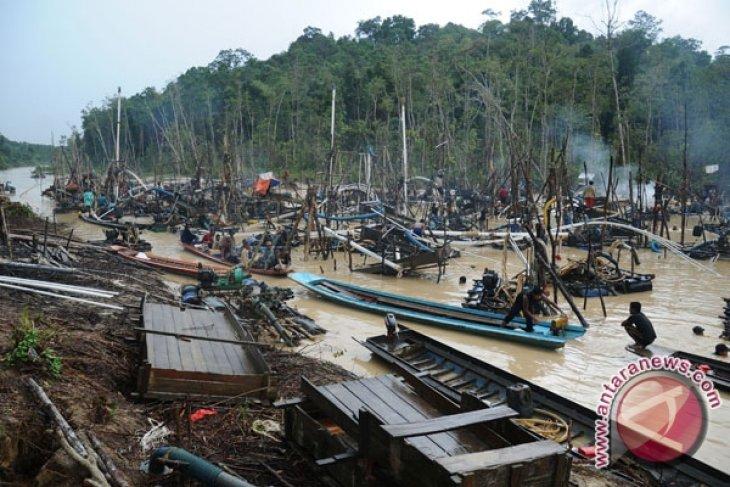 Polisi tangkap tiga penambang emas ilegal di Ketapang