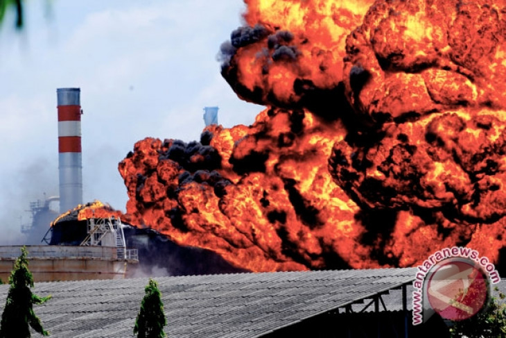 President Monitors Fire at Pertamina Refinery in Cilacap