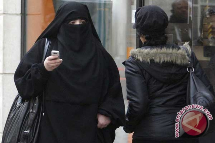 French police fine woman for wearing full Islamic face veil